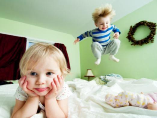 Чим зайняти дітей вдома?