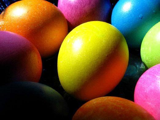 Як фарбувати яйця на великдень?