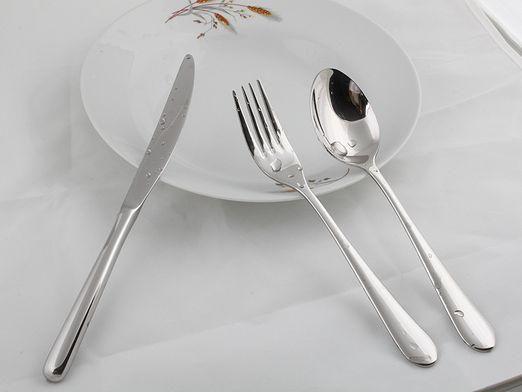 Як користуватися столовими приборами?