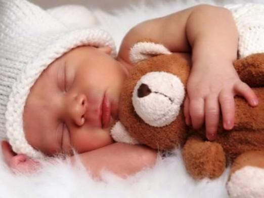 Скільки повинен спати новонароджений?