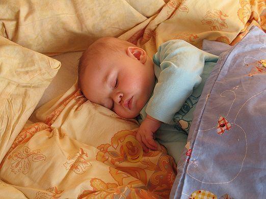 Скільки повинен спати дитина вдень?